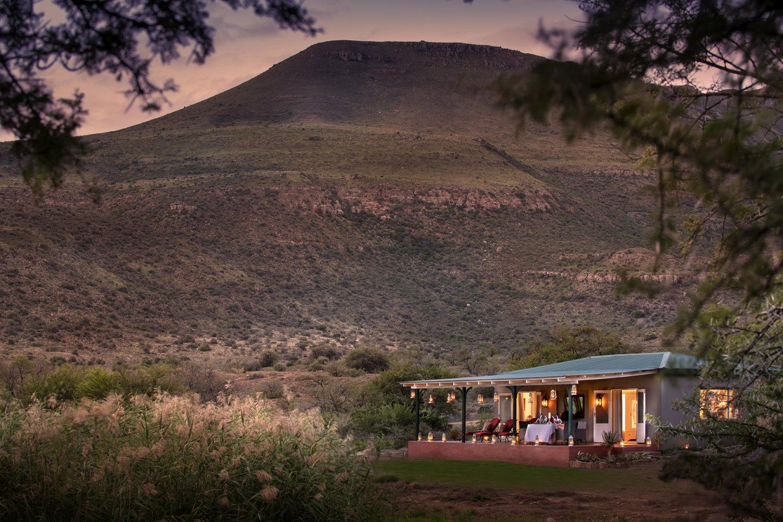 sibella-suites-location-waterhole-mountain-view-karoo-lodge-dook-1500x1000